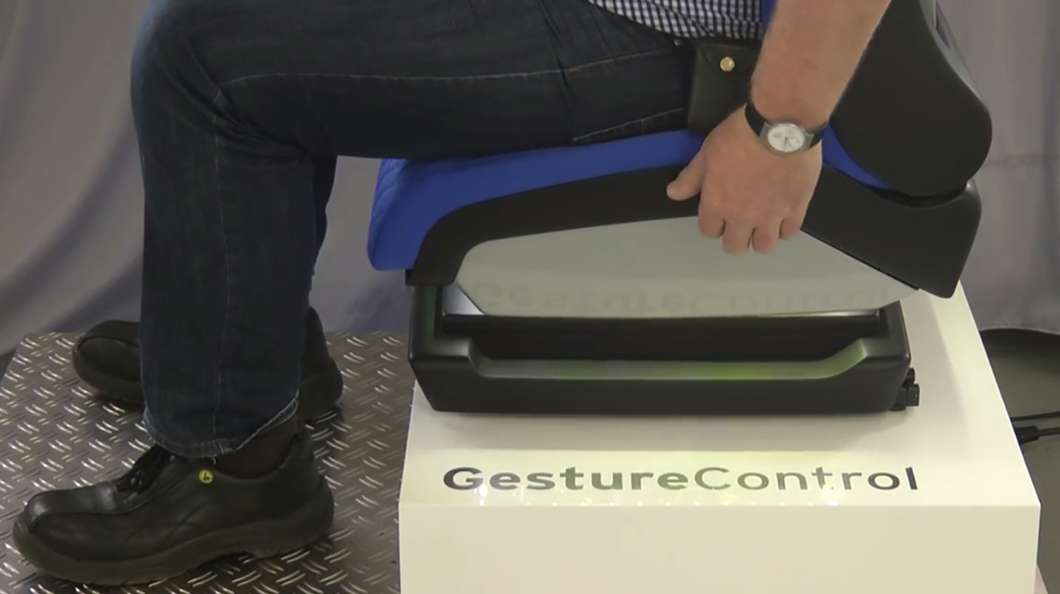 gesture-control-vehicle-seat@2x
