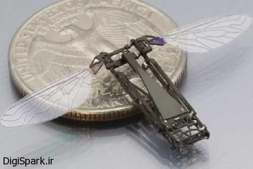 ربات Robobee با قابلیت شنا در زیر آب و پرواز