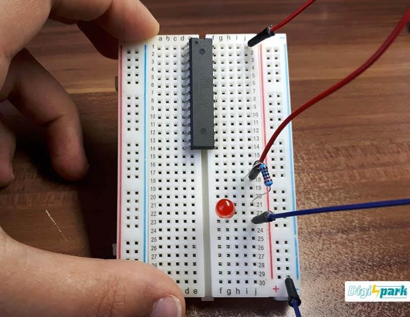 اتصالات مدار Atmega8 برای کنترل LED با AVR - دیجی اسپارک