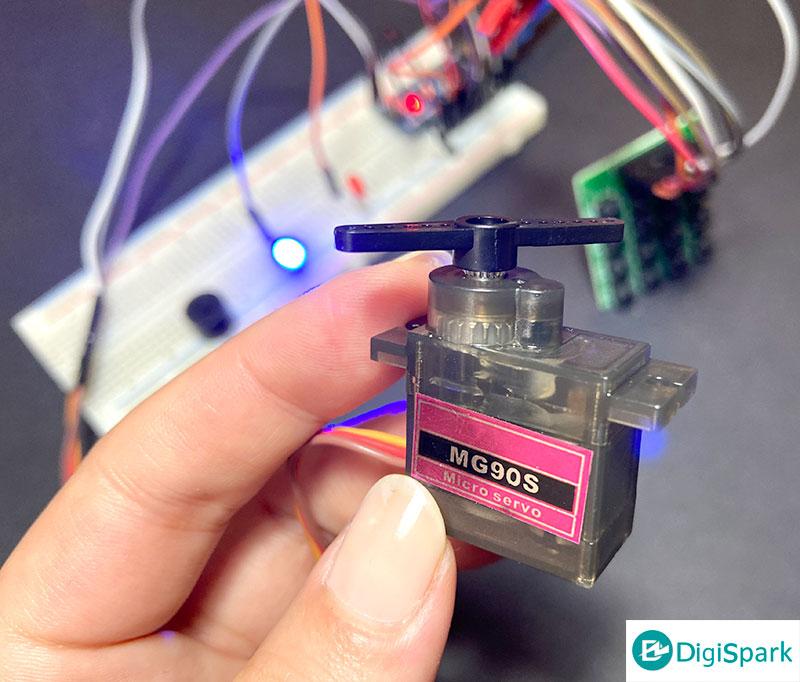 سرو موتور در پروژه سیستم قفل رمزی آردوینو - دیجی اسپارک