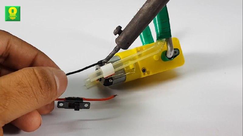 آموزش ساخت ربات کاردستی کوچک با موتور گیربکس زرد - دیجی اسپارک
