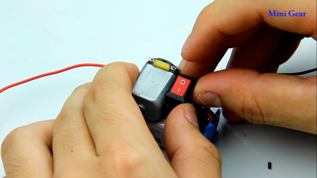 مراحل ساخت ماشین آفرود کاردستی با وسایل الکترونیکی - دیجی اسپارک