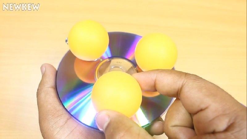 اتصال توپ پینگ پونگ به زیر CD برای ساخت ربات شیطونک - دیجی اسپارک