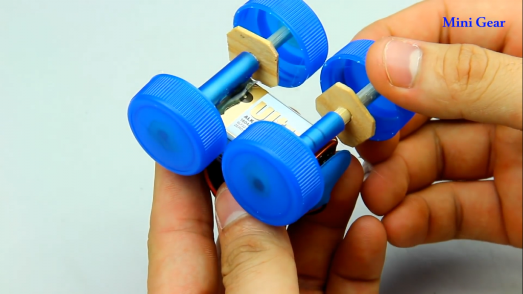 ساخت ماشین آفرود کاردستی با چوب بستنی و در نوشابه - دیجی اسپارک