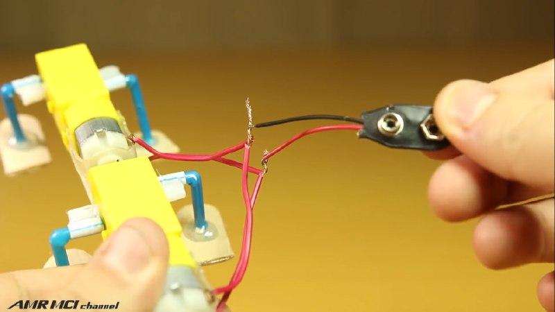 اتصال سرباتری 9 ولت به موتور آرمیچر کاردستی با چوب بستنی - دیجی اسپارک