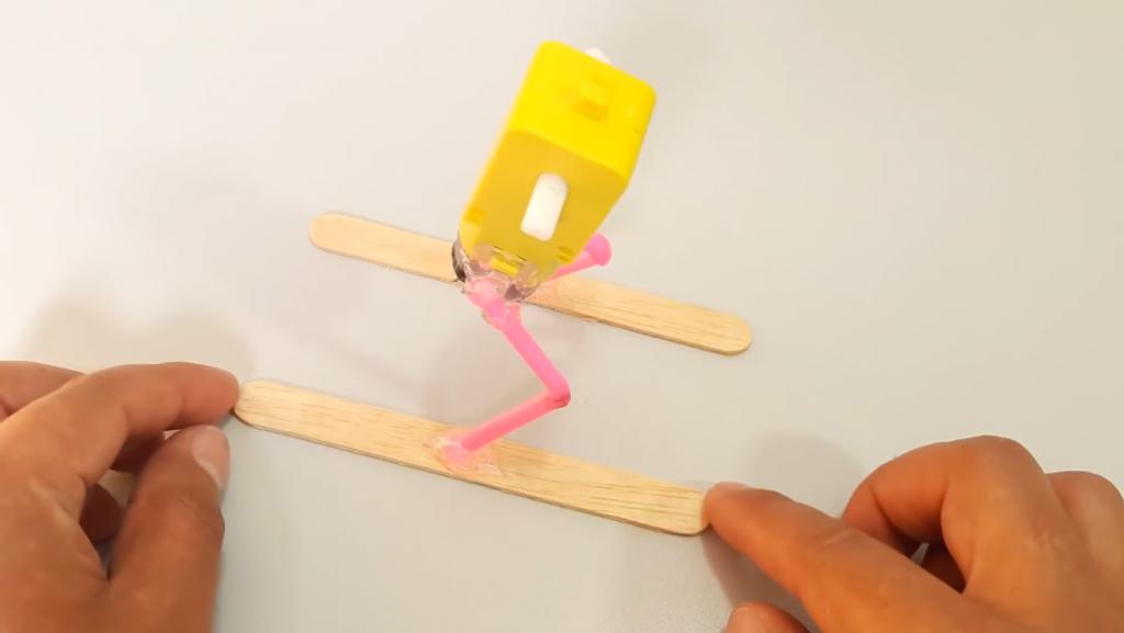 ساخت ربات اسکی باز با چوب بستنی - دیجی اسپارک