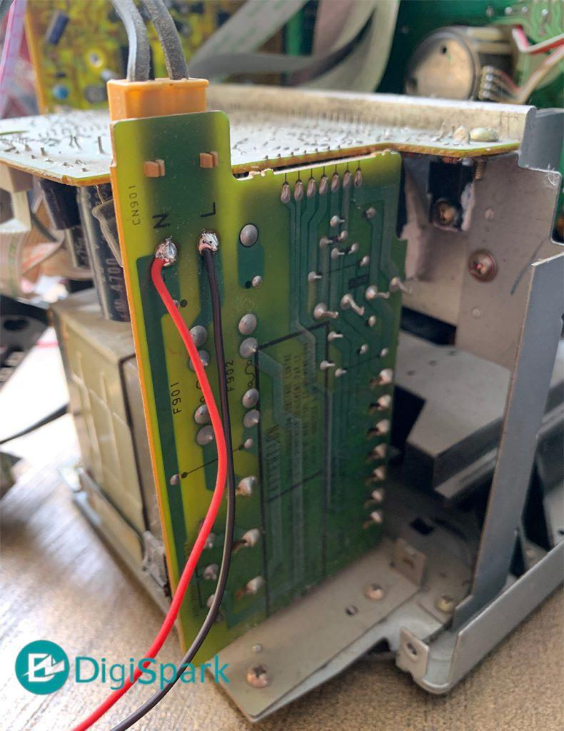 انشعاب ولتاژ برای تامین تغذیه ضبط صوت قدیمی سونی به MP3 Player - دیجی اسپارک